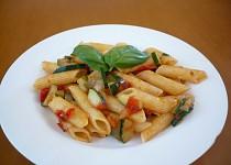 Rychlé těstoviny s cuketou a rajčaty