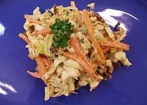 Štíhlé nudle se zeleninou, smetanou a houbovým kořením