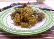 Wok - cibulová rýže s kuřecím masem pěti vůní