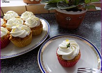 Cizrnové cupcakes s jablky a citronovým tvarohem