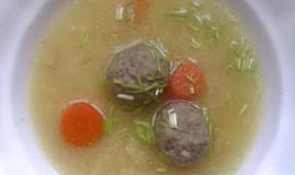 """Knedlíčková polévka se strouháním paní hajné ze """"Šlajfu"""""""