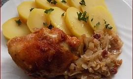Kuře pečené na brusinkovém zelí