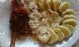 Pečená kachna se zelím a bramborovými knedlíky