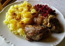 Pečené kůzlečí maso