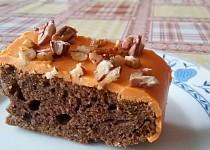 Perník s pomerančovou polevou a pekanovými ořechy