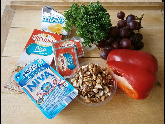 Pomazánka s Nivou a vlašskými ořechy, Použité suroviny-čerstvou papriku a hrozny,každý podle své chuti