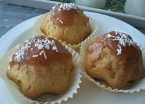 Vanilkové muffiny s jahodovou polevou