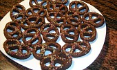Alsaské čokoládovo-kávové bretzels