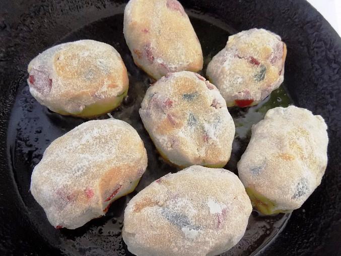 Bochníky z brambor a červené papriky