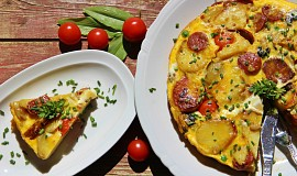 Bramborová tortilla s chorizem a žampiony (Tortilla de patatas)