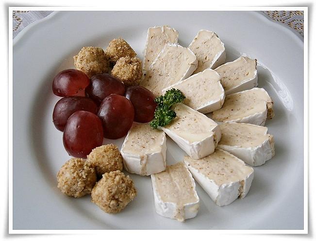 Camembert s chutnou sýrovo - ořechovou náplní, Camembert s chutnou sýrovo ořechovou náplní