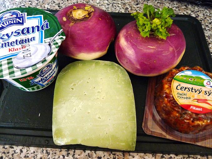 Dušený tuřín pod sýrem a smetanou