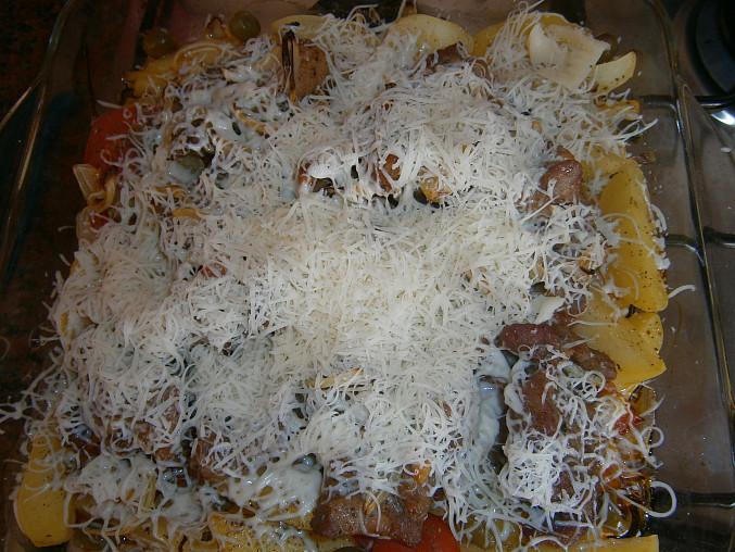 Vepřová krkovička zapečená s brambory, rajčaty a olivami
