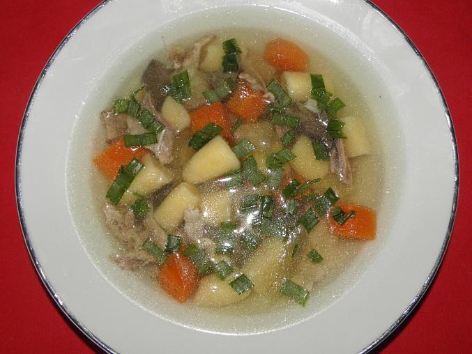 Polévka z králíka s krupicovými noky