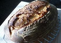 Pšenično-žitný chleba s černým pivem