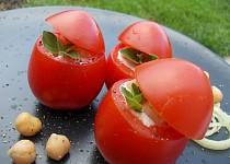 Rajčata s cizrnovým salátem