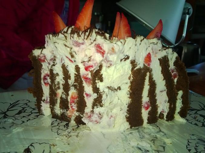 Roládový dort bez mouky, s jahodami (přirozeně bez lepku)