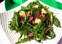 Salát ze zelené čočky s rukolou a roquefortem