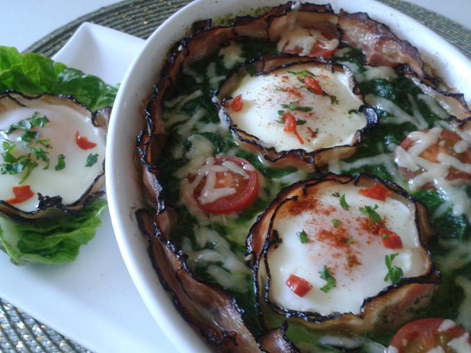 Špenát zapečený se slaninou a vejci
