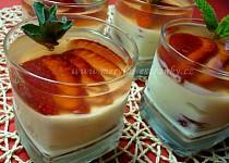 Tvarohovo - pudinkový pohár s jahodami a želé