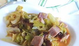 Uzené maso v hlávkovém zelí