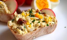Vajíčková pomazánka se sardelkami a kapary