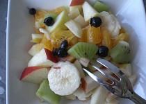 Barevný ovocný salát