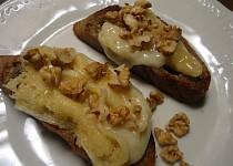 Bruschette s pecorinem a vlašskými ořechy