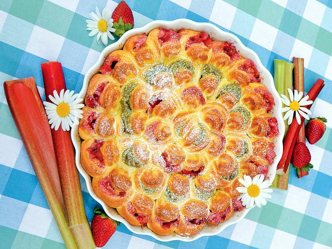 Buchtičkový koláč k uždibování, Opravdu vyhlíží jako růže, v tomto případě se 2 druhy sladkých náplní (reveňová a jahodová), ovšem mohou být i slané (šunková a špenátová)