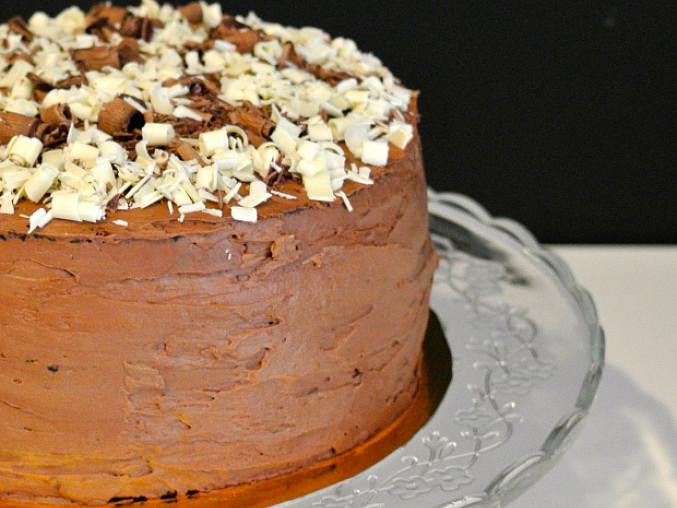 Čokoládový dort s čokoládovým krémem a hoblinami