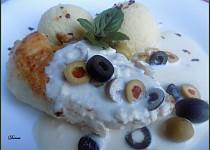 Kuřecí řízky s olivami a balkánským sýrem