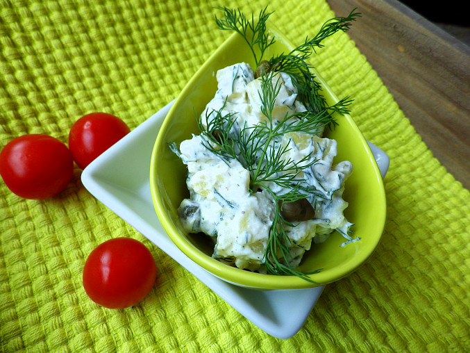 Lehký bramborový salát s koprem a kapary