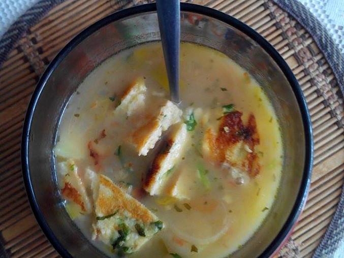 Pórková polévka sváteční se zeleninou a polníčkovým svítkem