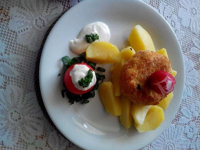 Přízdoba ke smaženému Hermelínu a vařeným bramborám