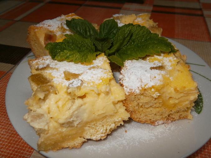 Rebarborovo-pudinkový koláč, s pudinkem a rebarborou