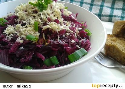 Salát z červeného zelí s křenem