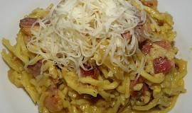 Špagety s uzeným a sýrem