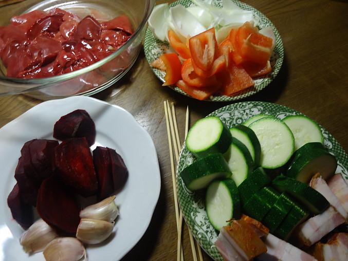 Špíz s játry a zeleninou