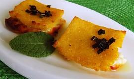 Sýrový sandwich se šalvějí z polenty