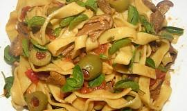 Tagliatelle s olivami a houbami