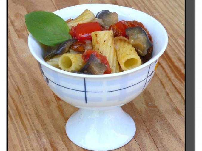 Těstovinový salát s lilkem