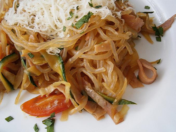 Zeleninové špagety se šunkou a zeleninou, Detail