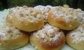 Ajveniny koláčky s tvarohem, marmeládou a posýpkou