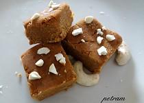 Besan barfi (indický dezert z cizrnové mouky)