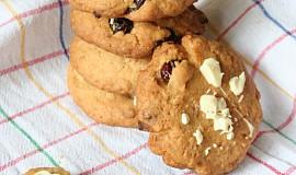 Cookies s brusinkami, kokosem a bílou čokoládou