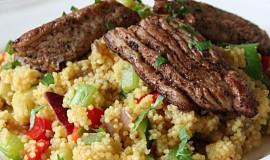 Kořeněné krůtí maso se šafránovým kuskusem se zeleninou