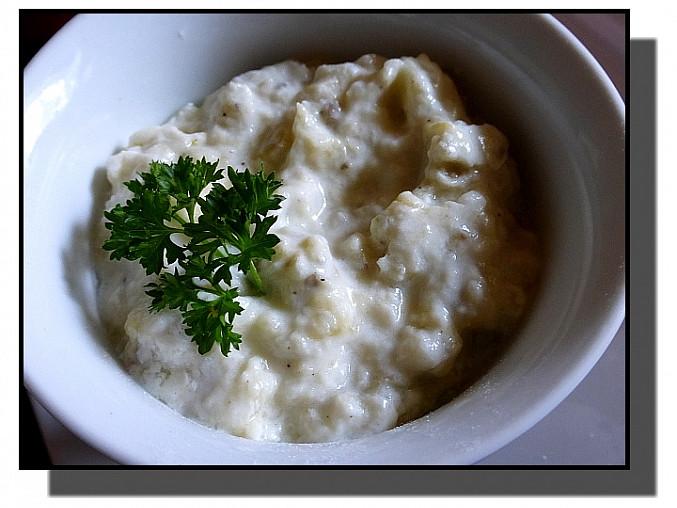 Lilek v bílém jogurtu