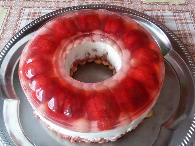 Nepečený jahodovo-meruňkový dort