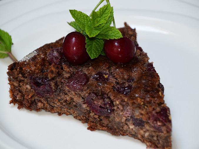Ořechovo - čokoládový koláč s třešněmi, Ořechy, čokoláda a třešně - super kombinace