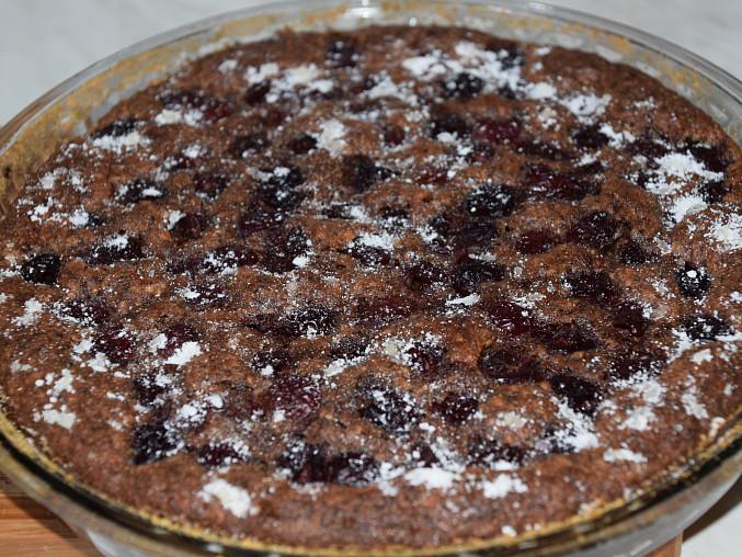 Ořechovo - čokoládový koláč s třešněmi, Upečeno